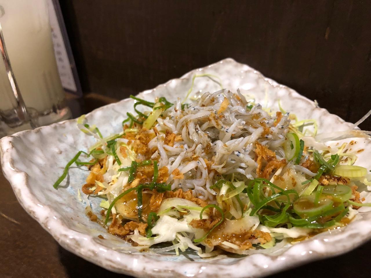 山電高架下の海鮮居酒屋「うみや」にで中トロやウニを食べてきた!激狭!激ウマ!