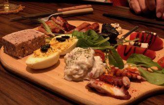 元町駅前のグリルバール MITSU(ミツ)はデートや誕生日に最適!ワインも肉も美味いぞ