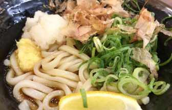 姫路駅ナカのつるまる饂飩(うどん)は具だくさんで安くて美味い!