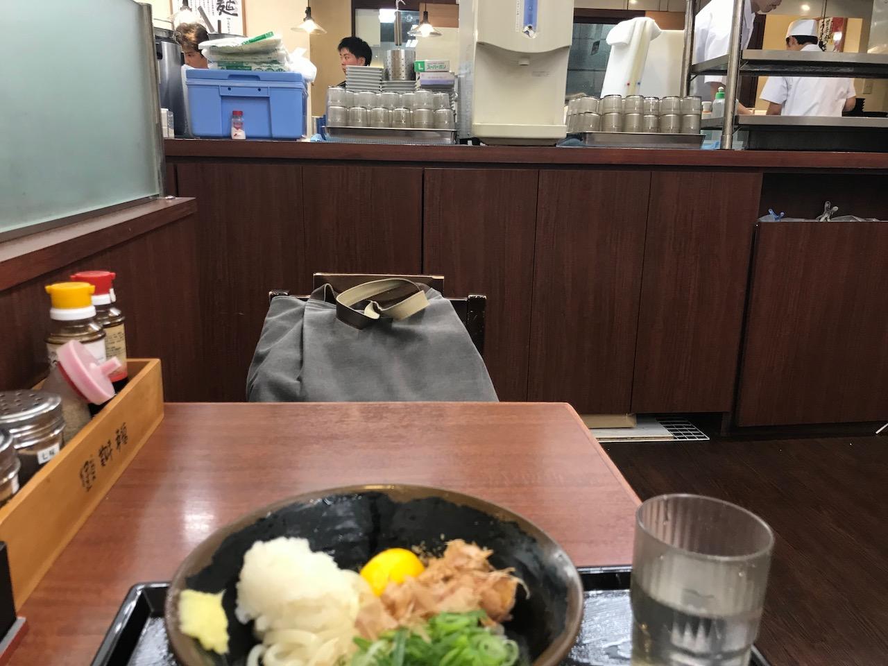 今のところリピート率No.1!姫路駅東口の「つるまる饂飩」が美味い!これがえきそばを越えた駅うどんだ!