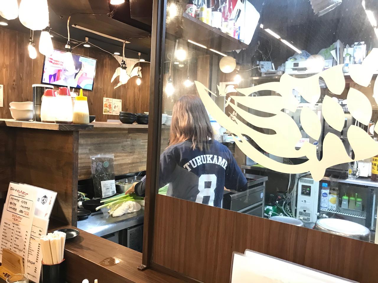 必殺!税抜きワンコイン!立ち飲み居酒屋「鶴亀八番」でチキンカツ定食ランチ食べてきた