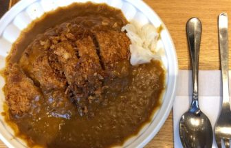 キュエル1階の和みカフェでカツカレー食べてきた!