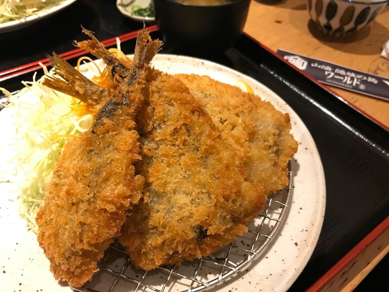 美味ランチ!三宮駅前の「山陰・隠岐の島ワールド」で境港ミックスフライ定食を食べてきた!